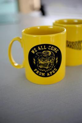 Monkey Climber hrnek Yellow Ape Mug - 2