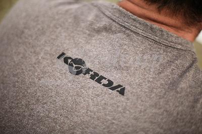 Korda tričko Carp In Hand T-Shirt - 3
